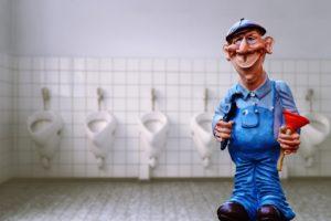 שרברב בשירותים