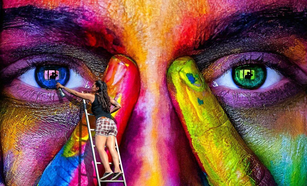 ציירת מקצועית