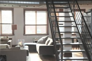 דירה עם מדרגות