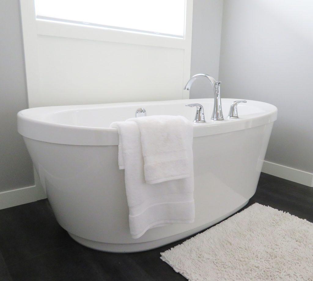 אמבטיה לבנה