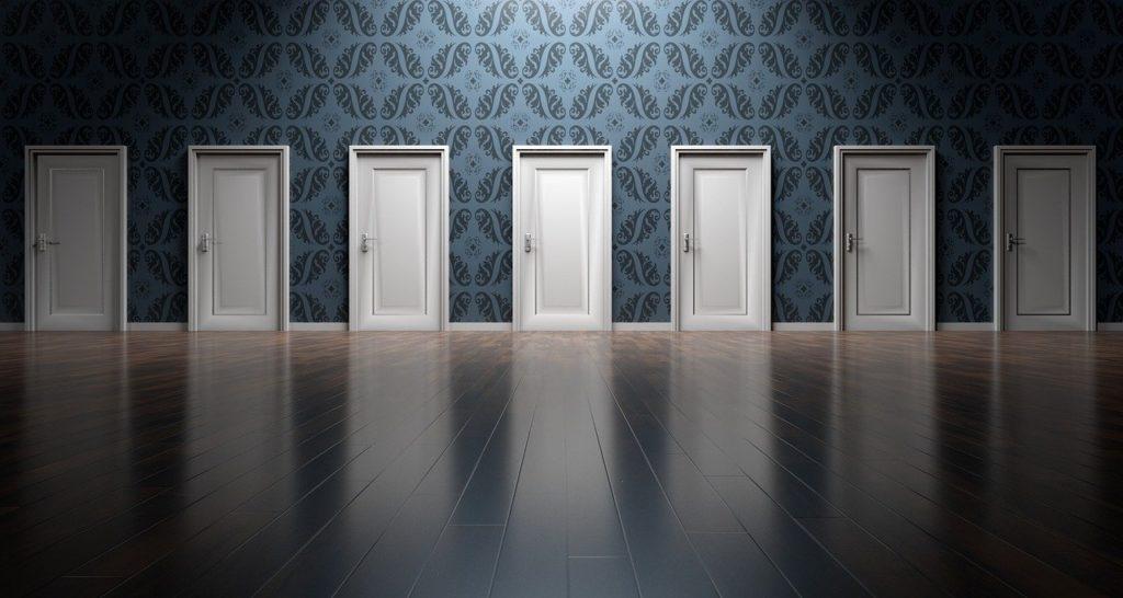 שורה של דלתות